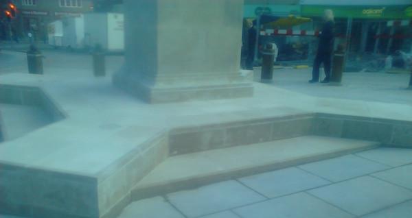 Duncan Edwards Statue